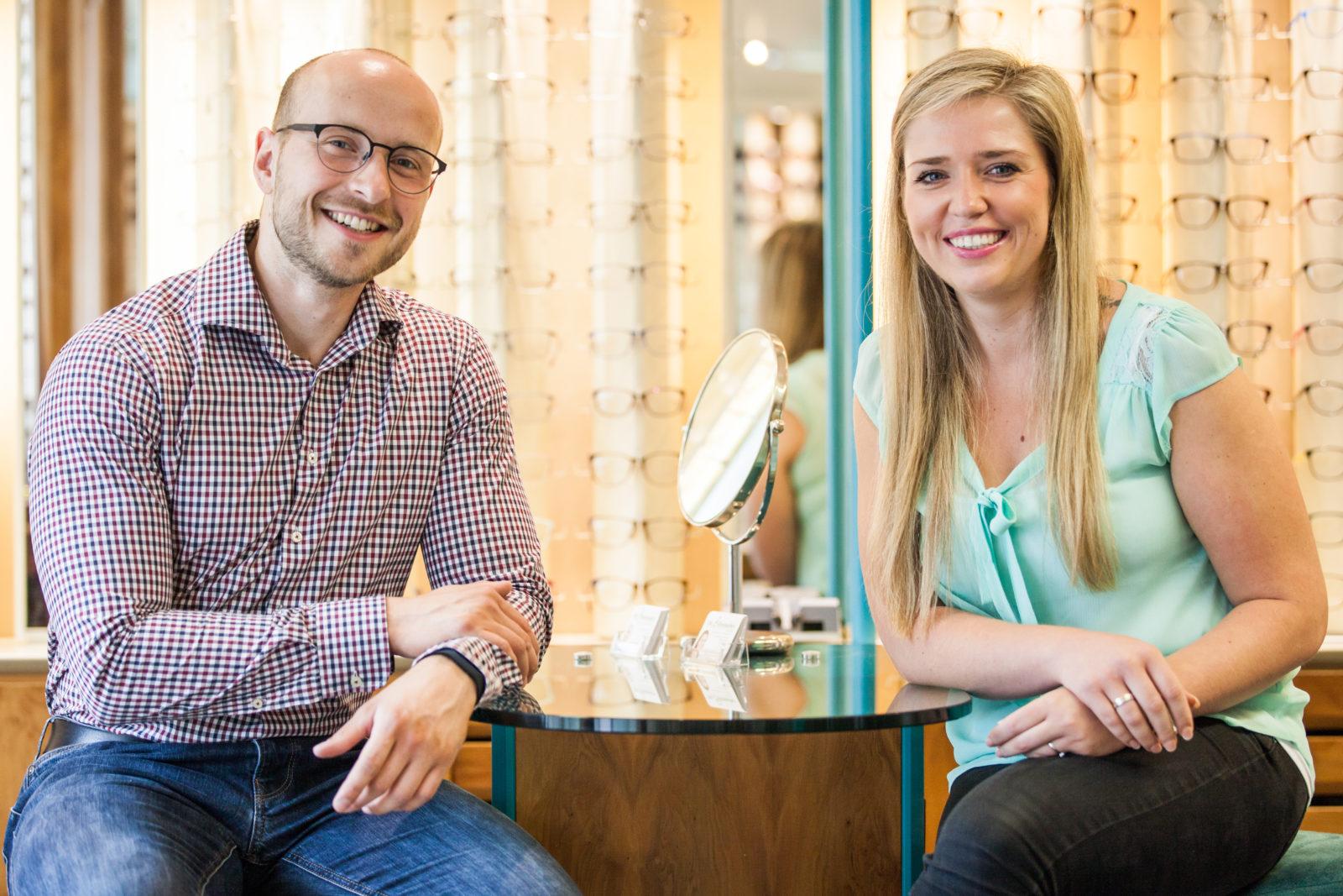 Das Team der Brillenmacher Wallstadt. Links der Augenoptikermeister Michael Penczek. Rechts die Augenoptikermeisterin Alessia Erke
