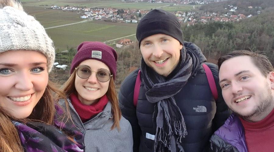 Das Bild zeigt die Brillenamcher Wallstadt. Wir sind das Team für deine Ausbildung zum Augenoptiker in Mannheim.