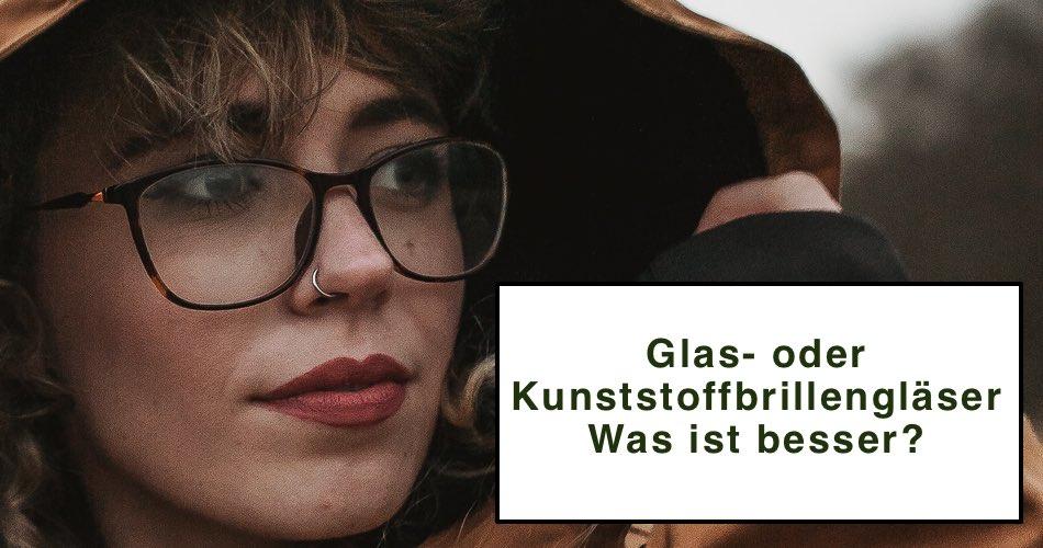 Das Bild zeigt eine Dame mit Brille und den Titel Glas- oder Kunststoffbrillengläser? Was ist besser?