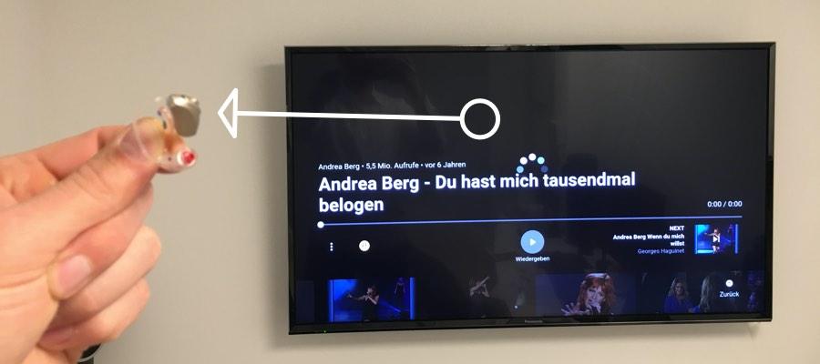 Das Bild visualisiert die funktion eines Streamers. Die Übertragung von einem TV zu einem Hörgerät