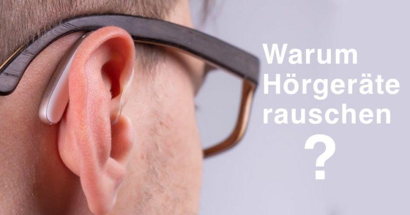Das Bild zeigt ein Hörgerät am Ohr und den Titel Warum Hörgeräte rauschen?